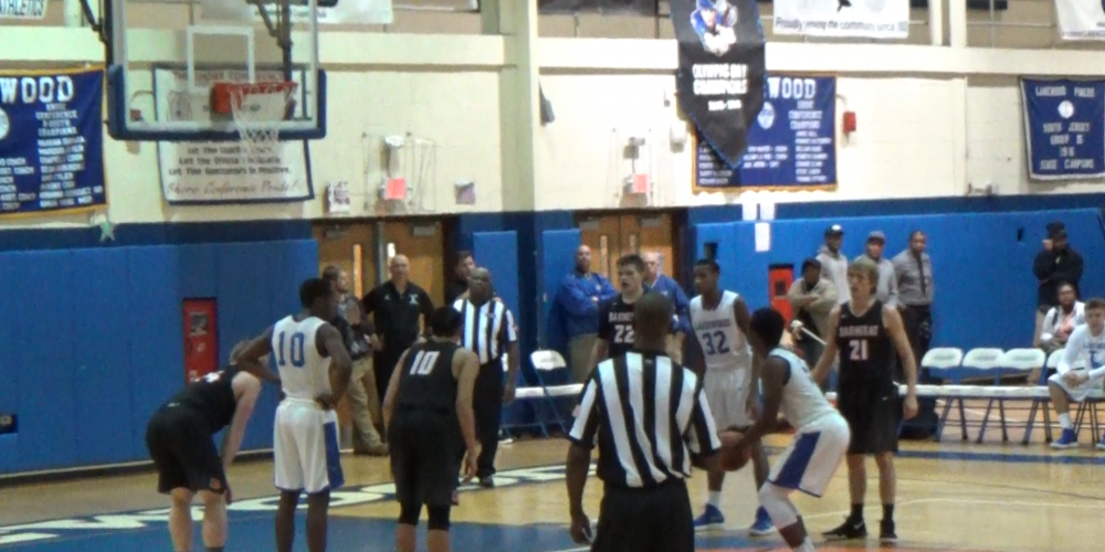 Jones free throws allows Lakewood to hang on for win
